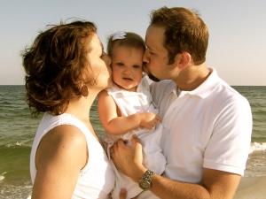 Mom & Dad Kiss